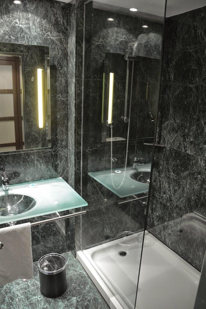 Hotel Vilamari Barcelona bathroom