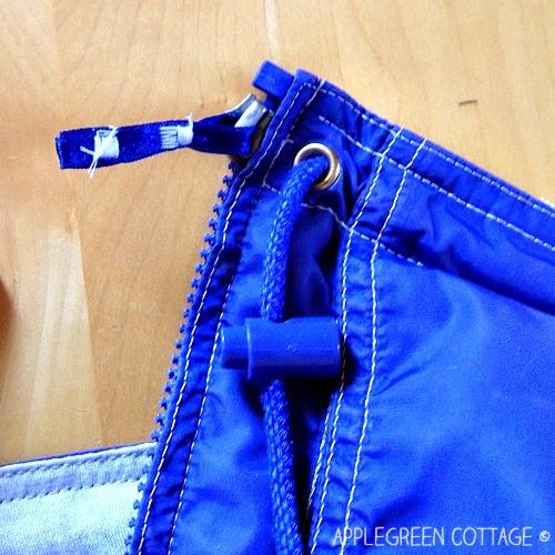 http://applegreencottage.blogspot.com/2014/09/how-to-fix-broken-zipper-pull.html
