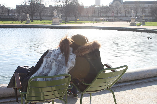 girls-tulleries-friends