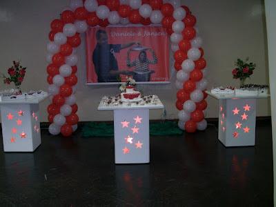 mesa vazada e iluminada para aniversário