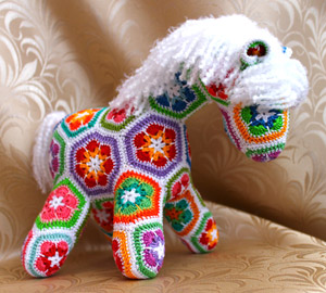 Crochet African Flower Horse Pattern : Irish crochet &: TOYS AFRICAN FLOWERS ... ??????? ...