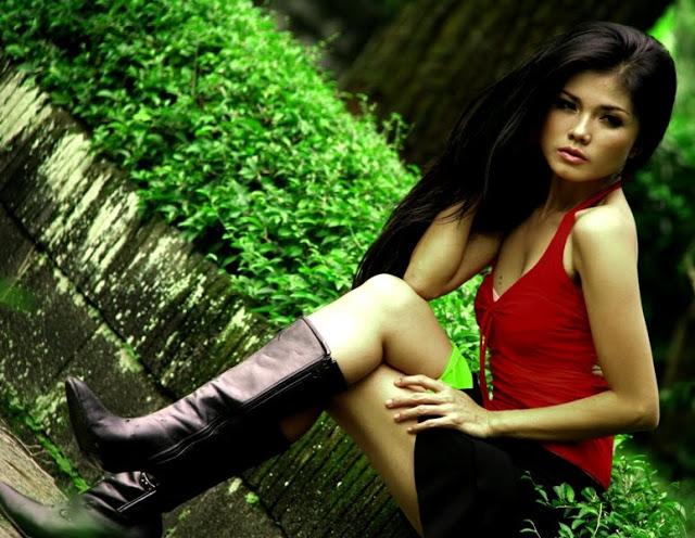 Hot dan Cantik Karina Ranau Istri Epy Kusnandar