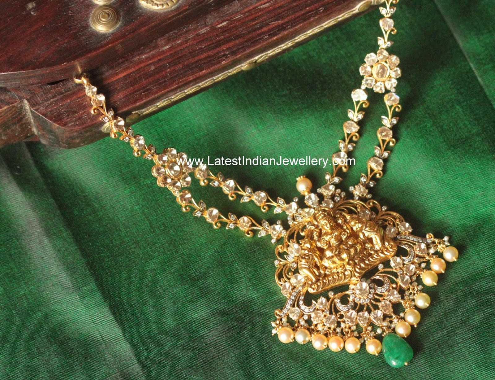 Pachi Diamond Gold Temple Necklace