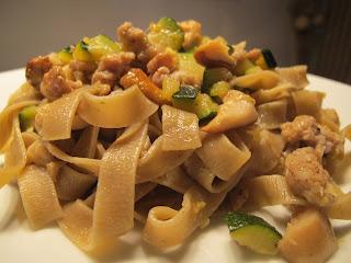 tagliatelle funghi salsiccia e zucchine