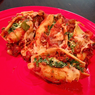 ... and (Mostly) Healthy Recipes: Spinach Stuffed Shells with Meat Sauce