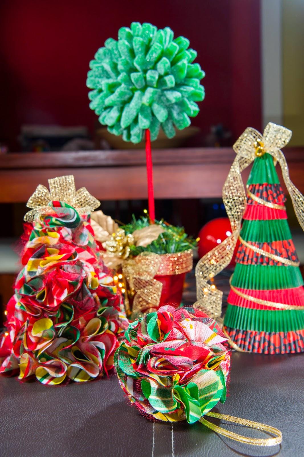 Adornos navideos para regalar marcos para la familia adornos navideos y regalos sobre fondo de - Adornos para regalar en navidad ...