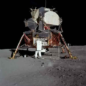 BUZZ ALDRIN AND THE SPACESHIP