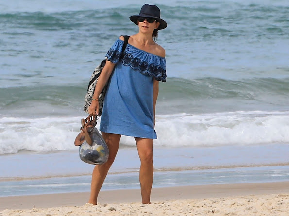 Crown Princess Mary and Crown Prince Frederik, Prince Christian, Princess Isabella and twins Prince Vincent & Princess Josephine at the beach in Byron Bay
