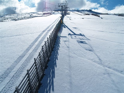 Telesilla de la Covatilla con nieve