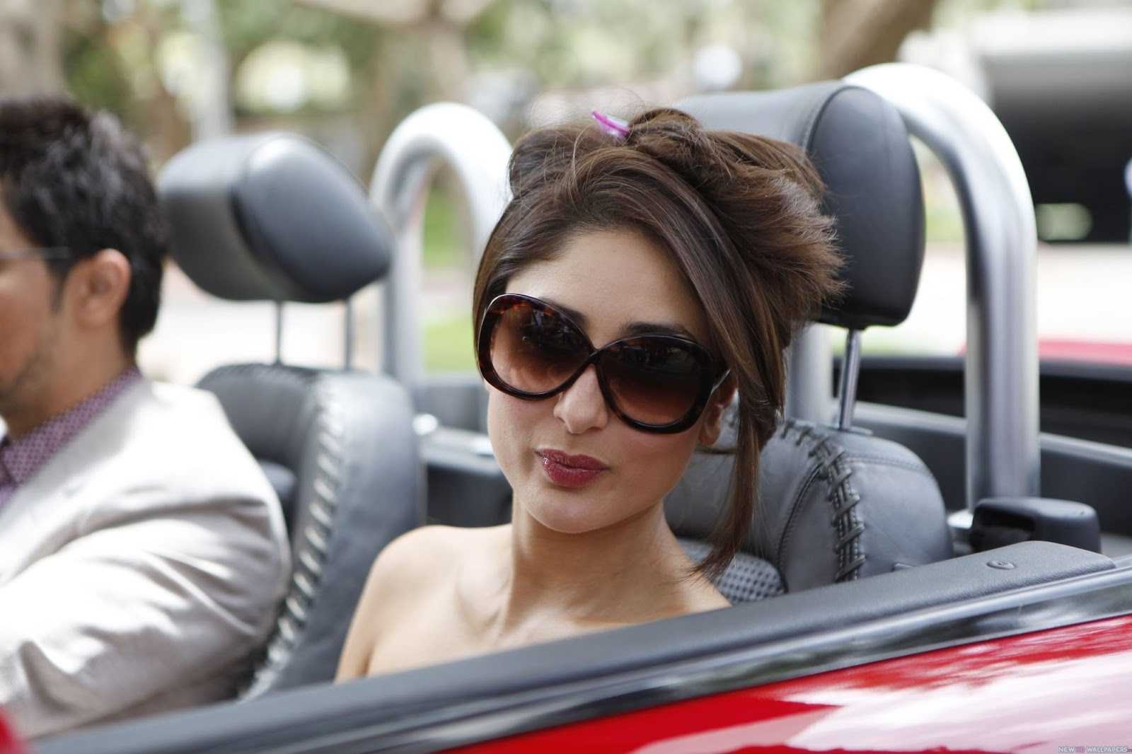 kareena kapoor car hd wallpapers