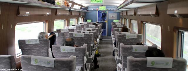 En primera clase del tren coreano KTX