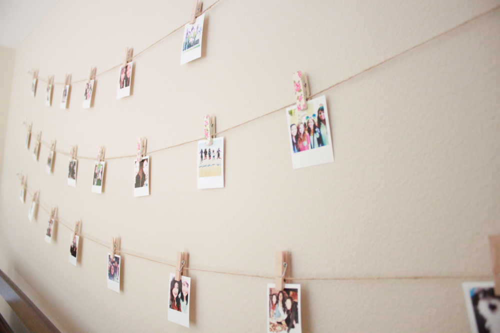 Diy polaroid wall with string lights simple stylings for Bedroom ideas hanging pictures