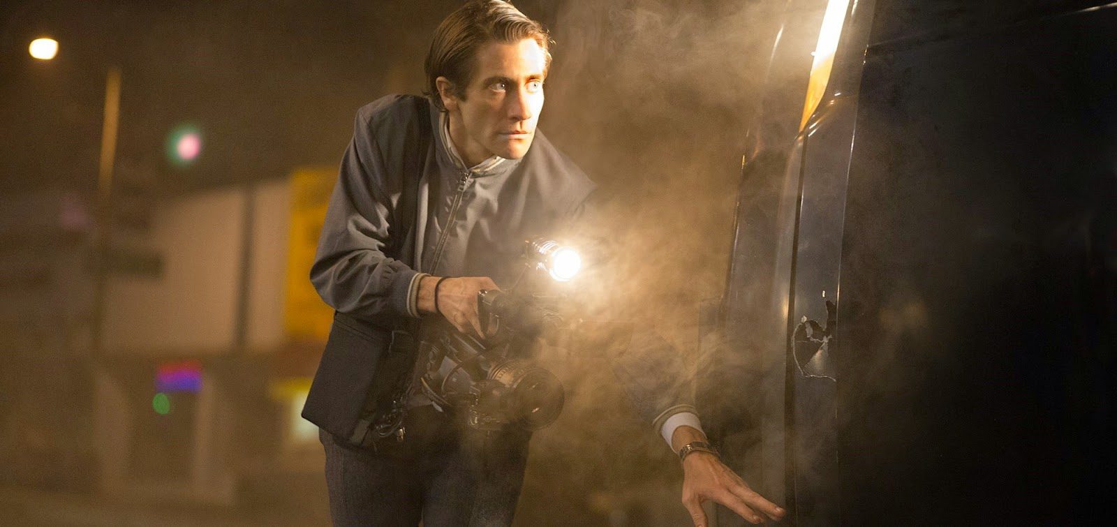 Jake Gyllenhaal é um repórter criminal obsessivo no trailer do thriller Nightcrawler