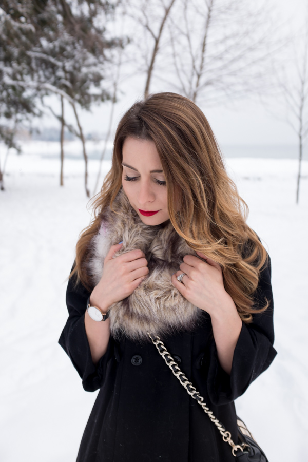 tips for taking outfit photos in the winter