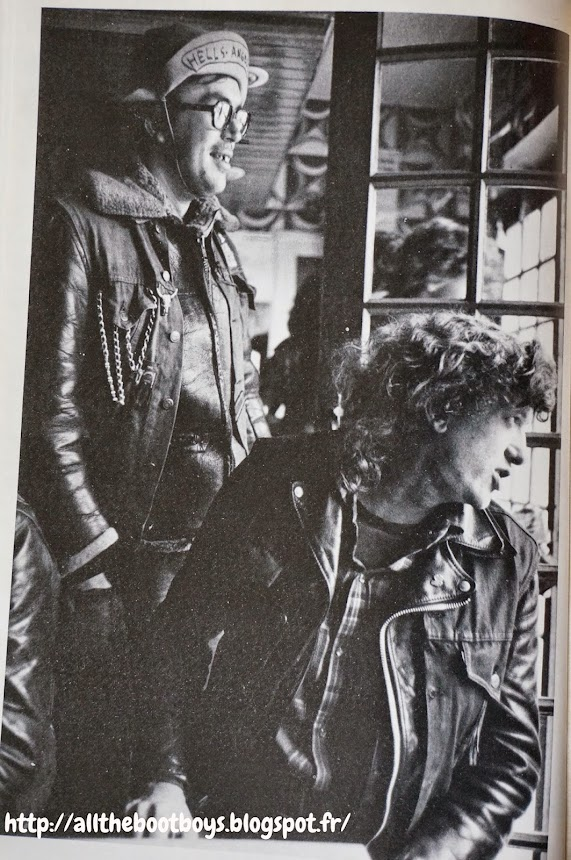 Le Cuir et le Baston - Maurice Lemoine - Photo Yan Morvan - editions Jean Claude Simoën - 1977 hell's angels motorbike rock'n roll