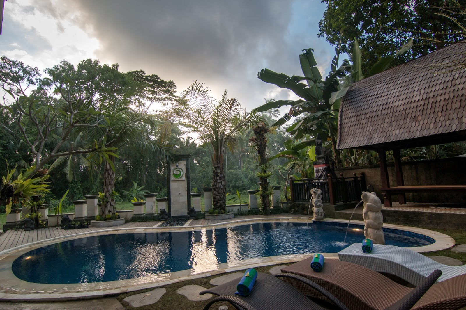 Ubud Palace Market Monkey Forest Museums And Art Galleries Major Temples Whitewater Rafting Jungle Rice Paddy Trekking Elephant Safaris