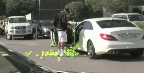 Roger Federer et la Mercedes de son coach