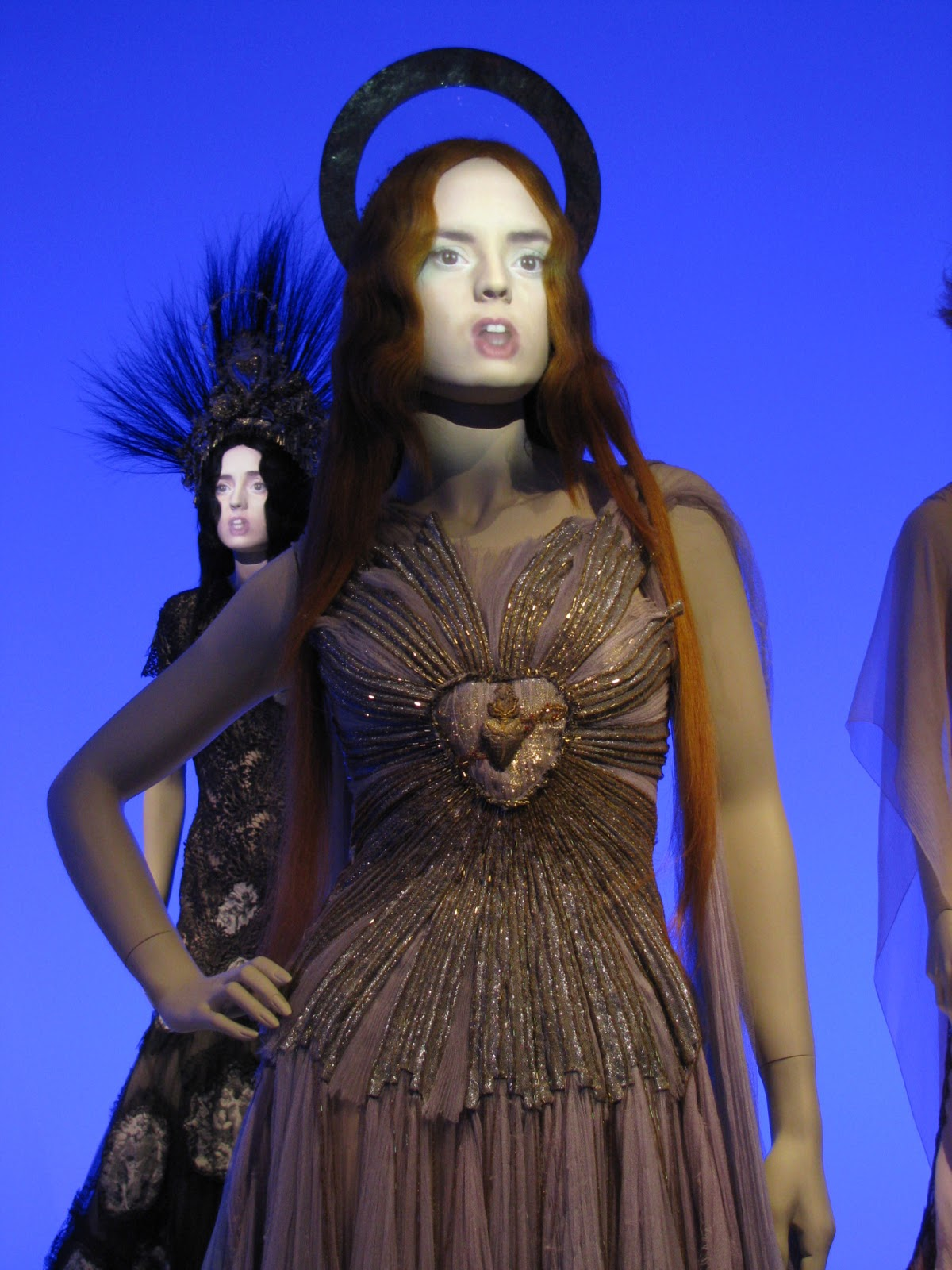 Review jean paul gaultier exhibition rotterdam for Haute couture requirements