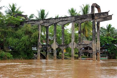 Ponte ferroviária francesa entre Don Det e ilhas Don Khon (Si Phan Don, Laos)