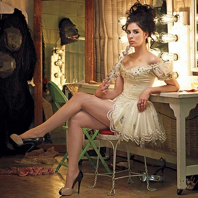 Sarah Silverman proves she is a theatre geek by doing a little Broadway ...