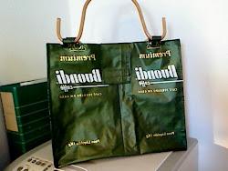 mala feitas com sacos de café
