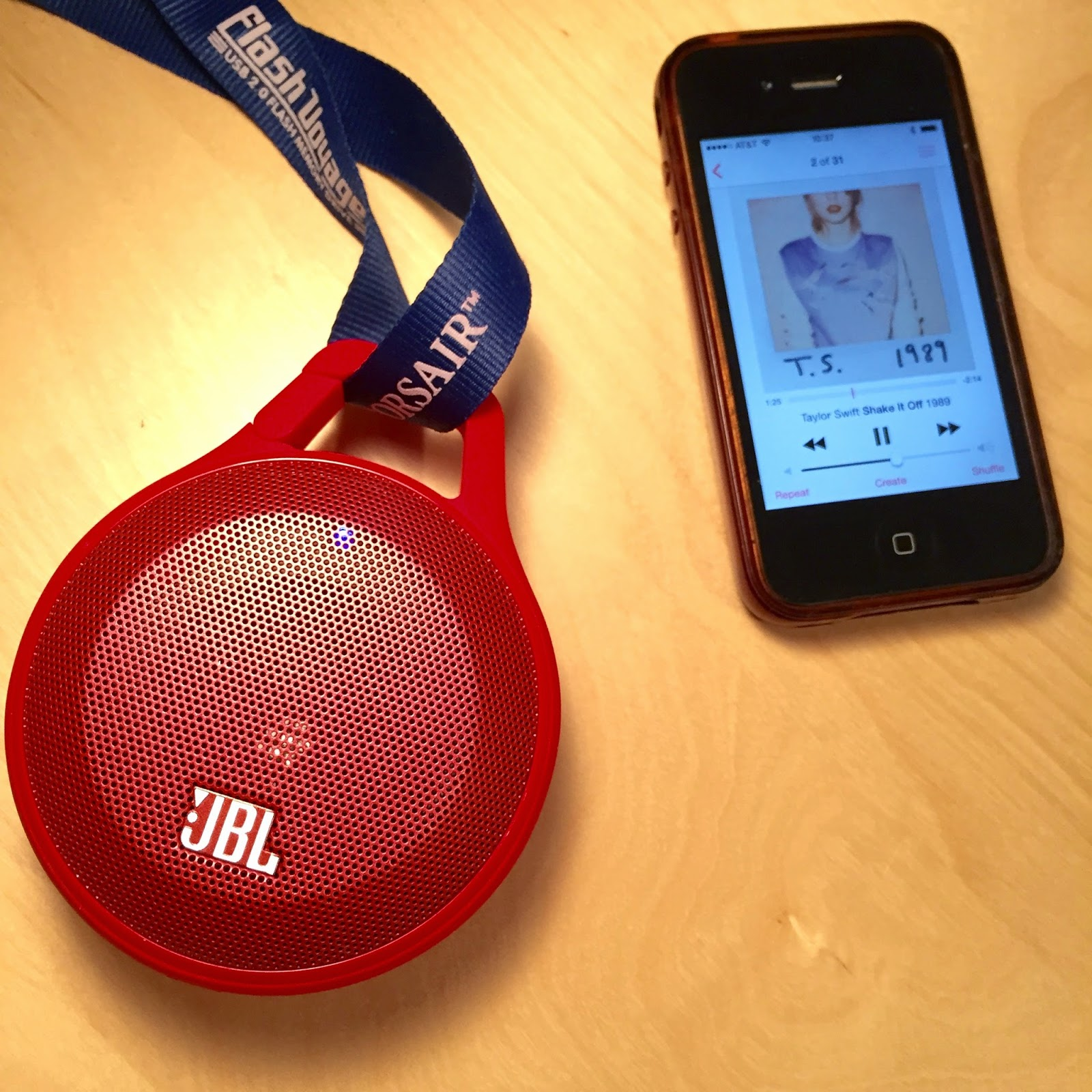 JBL clip speaker built-in carabiner