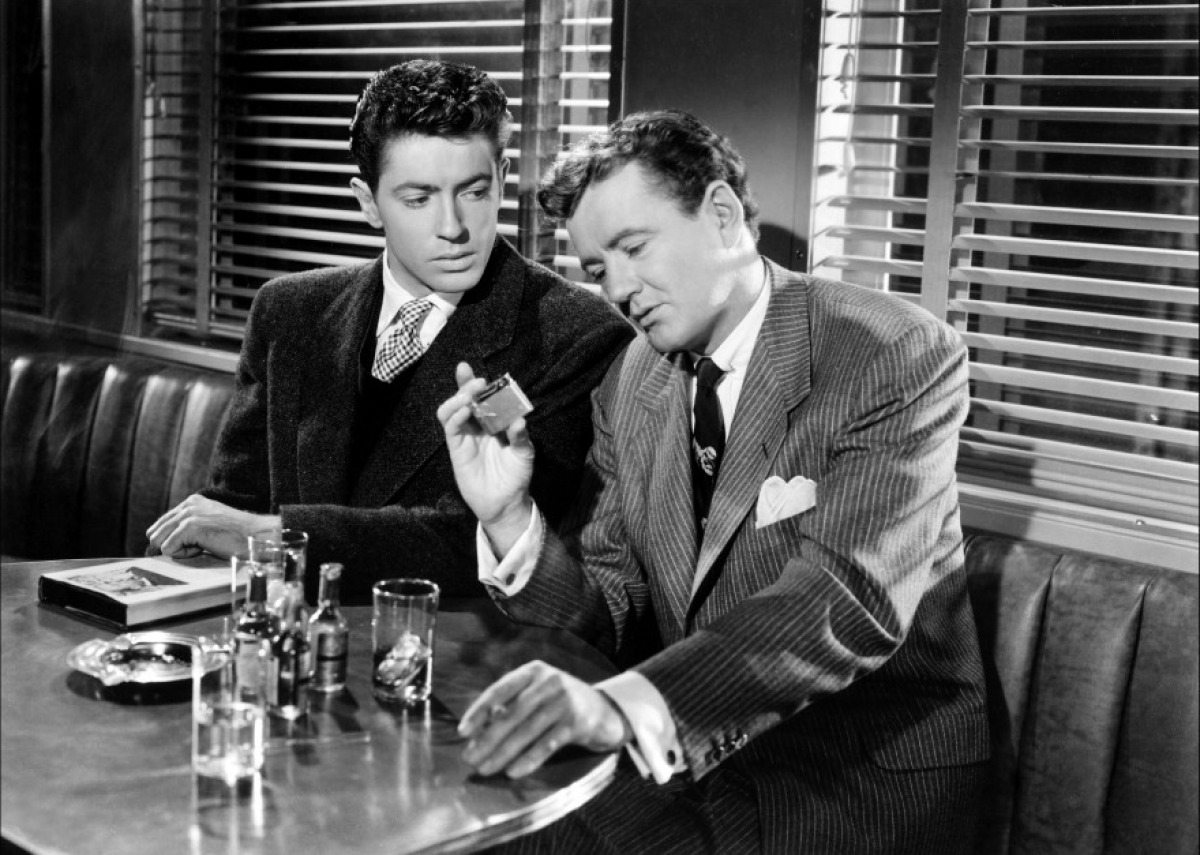 an analysis of the classic cinema in the movie strangers on a train Alfred hitchcock directed this suspense thriller from 1951, is a tale of two men with a bizzare plot one man a tennis player name guy haines (farley granger) who is in a gentlemen's agreement with another man on the train name bruno antomy (robert walker.