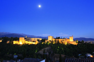 Alhambra de Granada lit at night