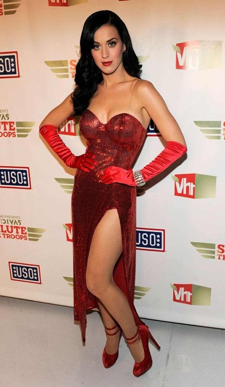 كيتي بيري فستان أحمر