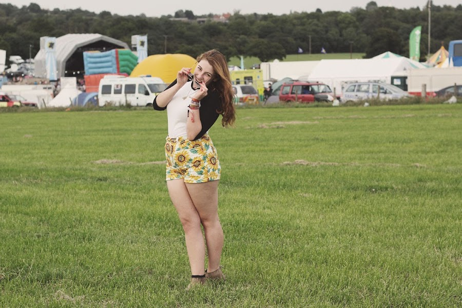 it's cohen - uk style blog: brownstock music festival 2013, american apparel sunflower shorts