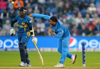 Mahendra-Singh-Dhoni-Bowling-India-vs-Srilanka-ICC-champions-Trophy-2013