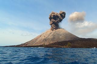 gunung berapi, krakatau, anak krakatau, letusan krakatau, gunung meletus
