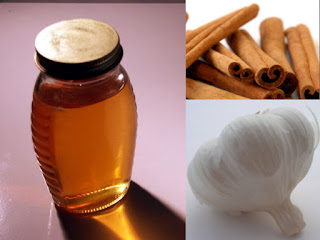 Honey, cinnamon, and garlic are effective home remedies.