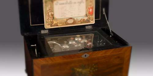 El viejo encanto de las cajas de música