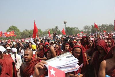 ေဒၚေမ၀င္းျမင့္၊ ဦးၿဖိဳးမင္းသိန္းတုိ႔အတြက္ ေဒၚစု မဲဆြယ္ – Daw Suu's campaign trip on Feb 15