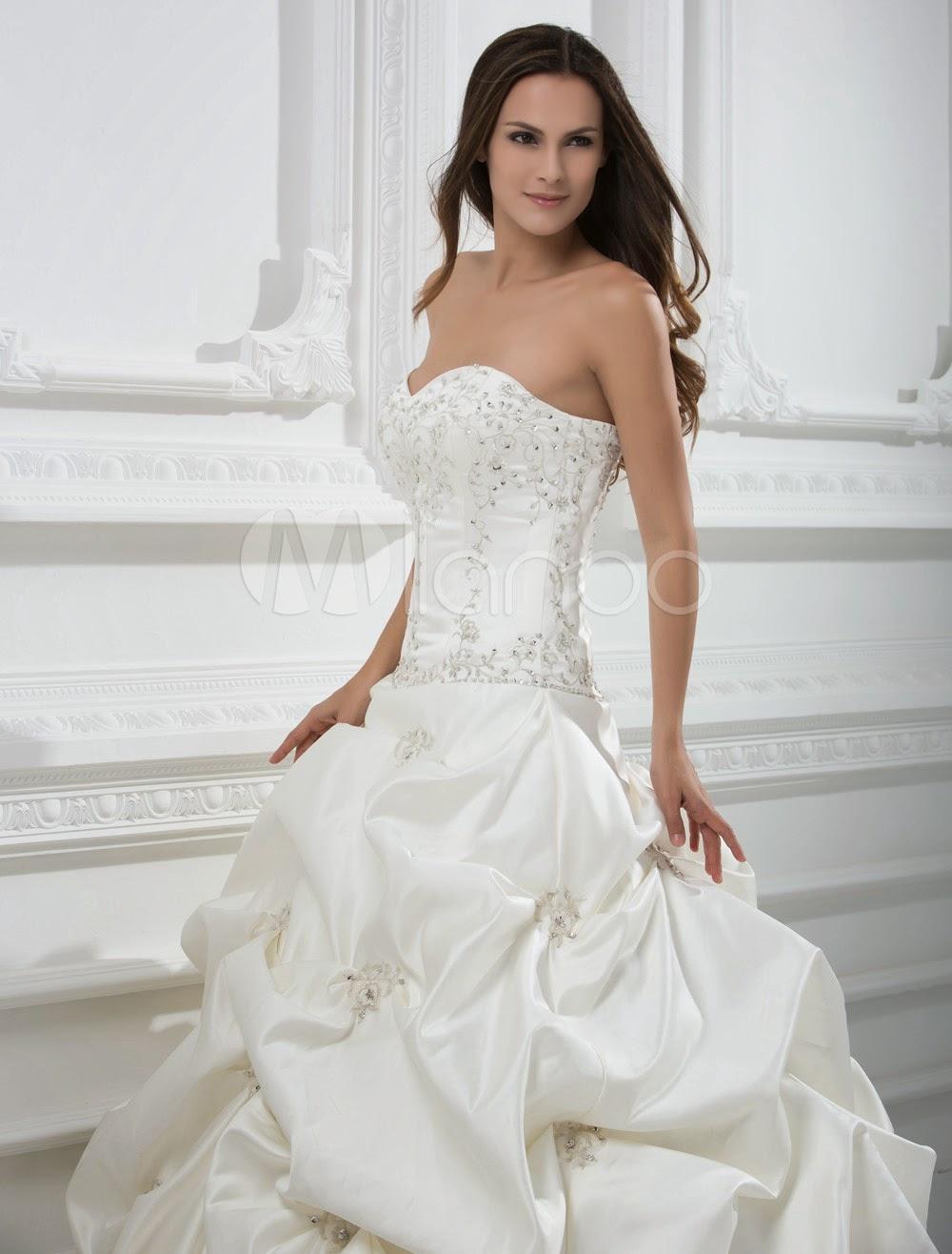 Robe de mariée formelle sans écharpe en satin avec perle