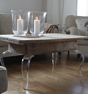 Jeg selger WoW bord og pleksiglassbein til møbler.
