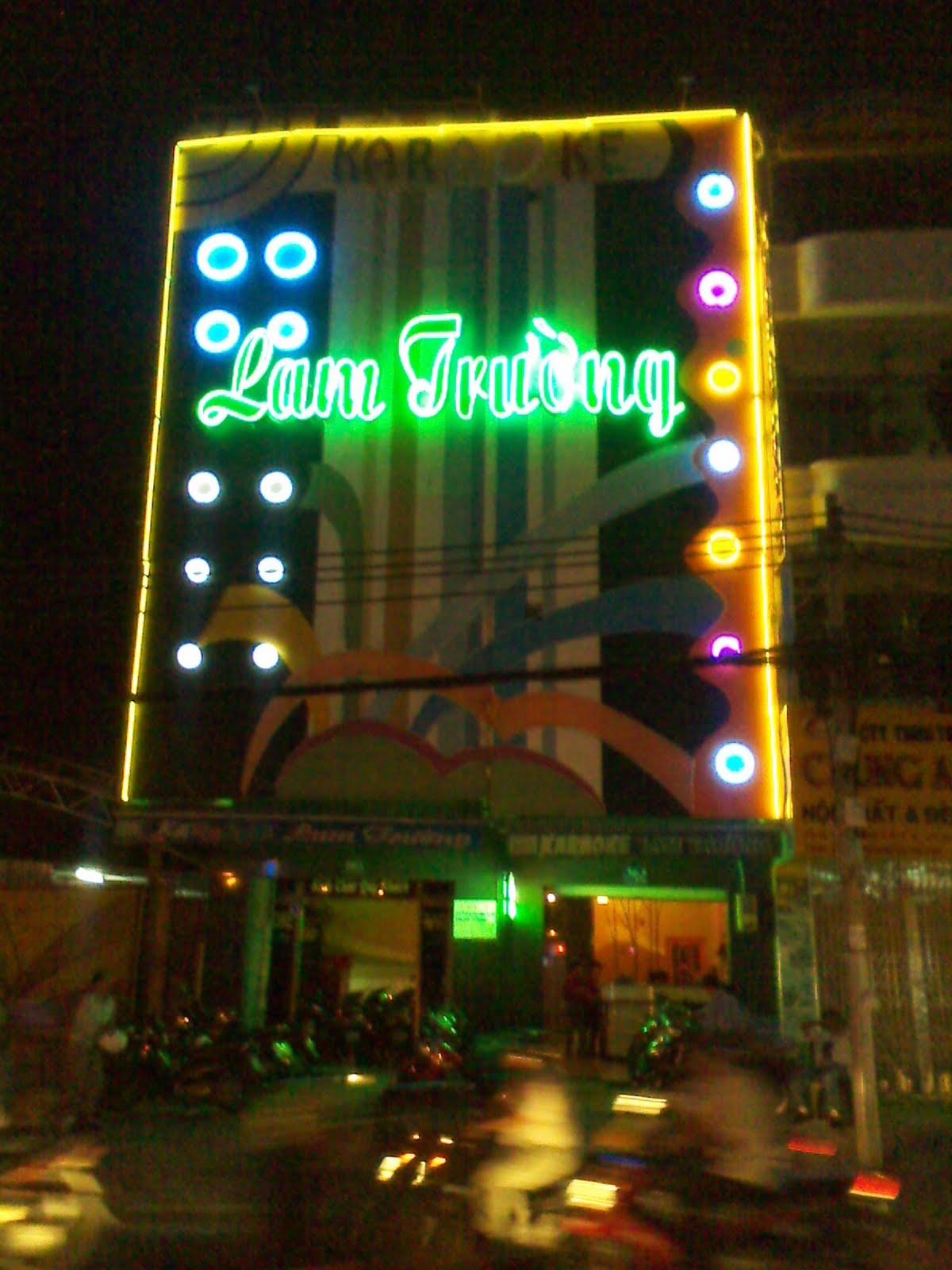 Decorar Karaoke ~ Noche vietnamita  Vietnamitas en Madrid