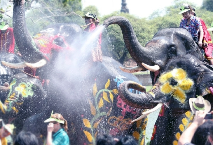 inilah Cerita Perayaan Festival Songkran Thailand,Saling Perang Air