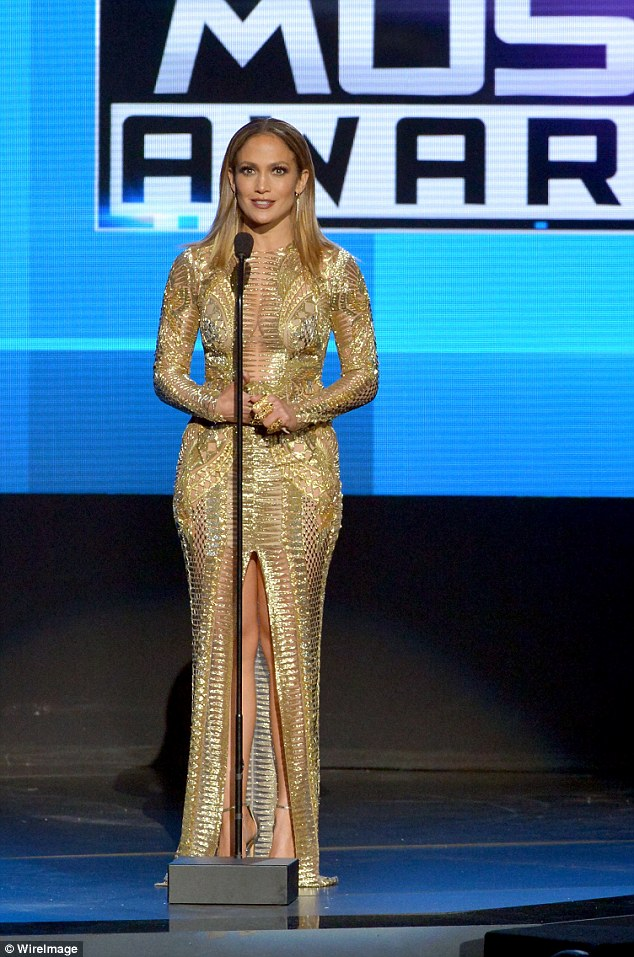 jennifer-lopez-at-american-music-awards-2015.jpg