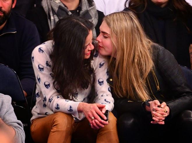 Michelle Rodríguez y Cara Delevingne se besan