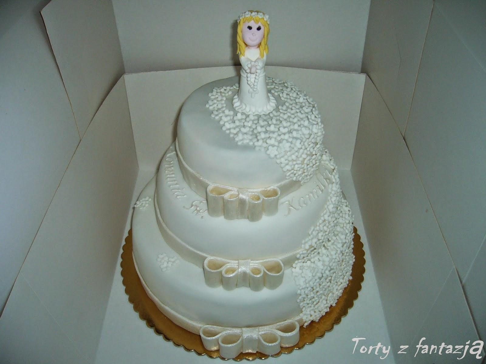 Tort komunijny , piętrowy z dziewczynką.