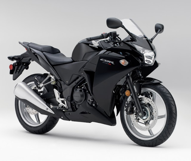 Honda CBR 250R Asteroid black metallic x x Accurate Sliver metallic