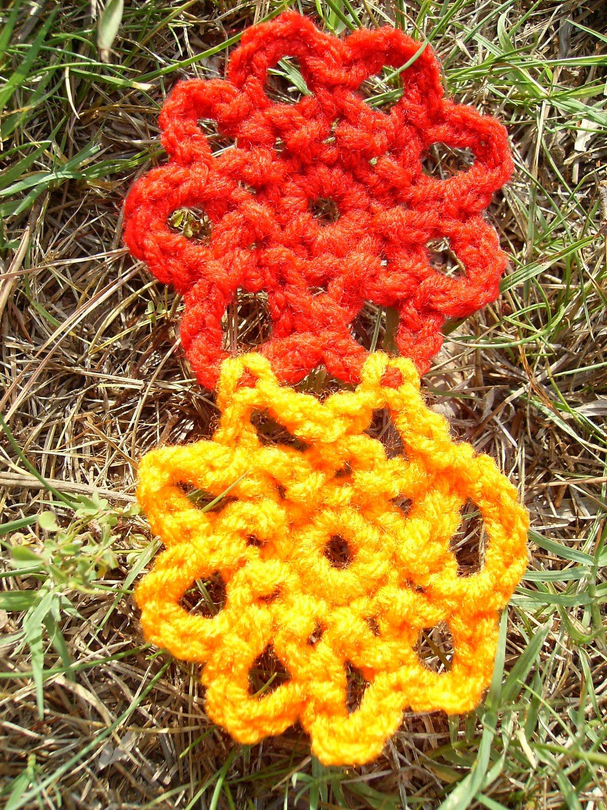 Crochet Patterns With Scrap Yarn : Scrap Yarn Crochet: Free Scrappy Flower Crochet Pattern