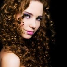 """Sesungguhnya bukan hanya gel dan foam yang bisa digunakan untuk  """"menjinakkan"""" rambut ikal Anda. Namun pemilihan shampoo dan kondisioner  juga memengaruhi ... e267499a73"""