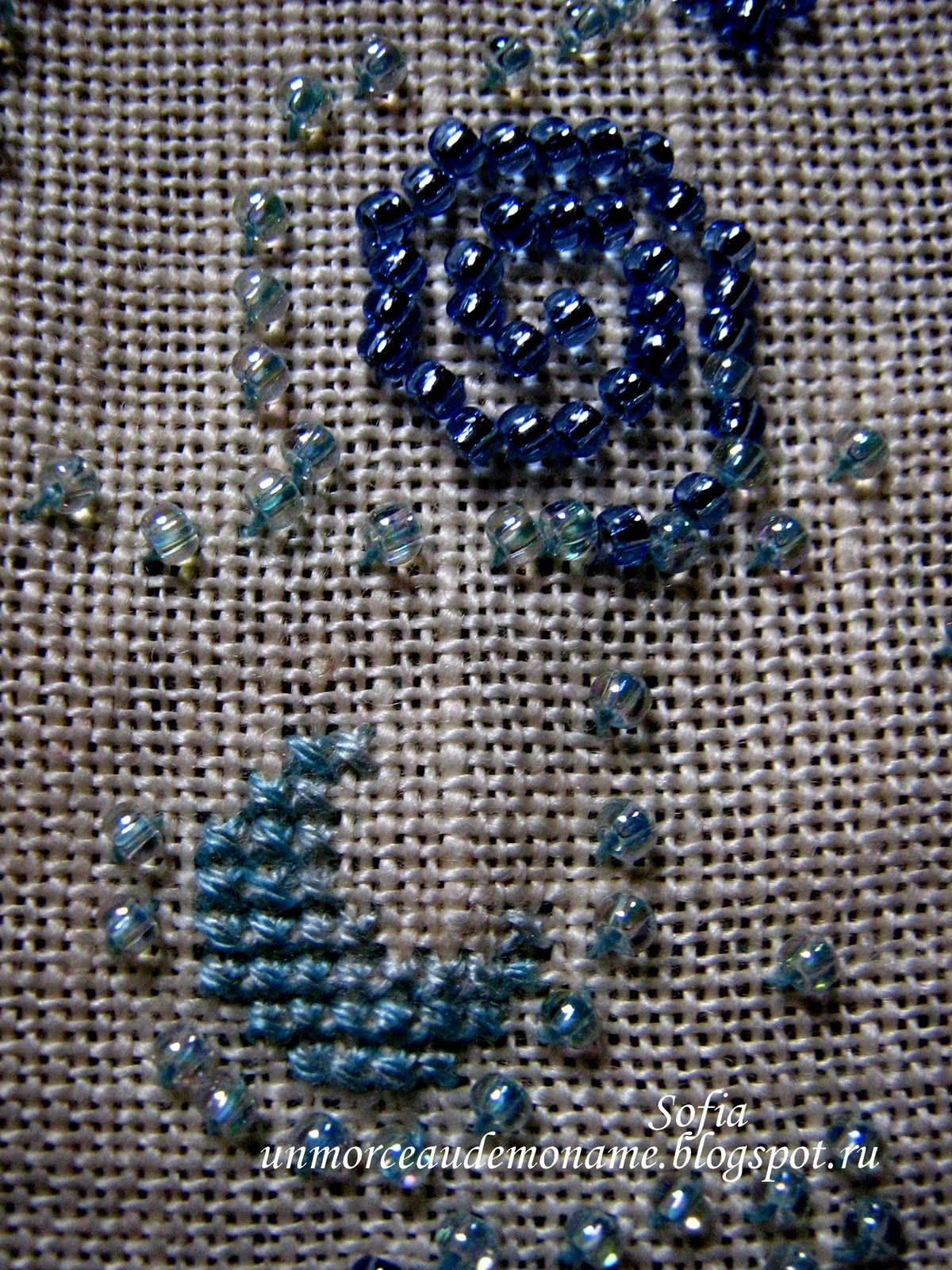 Вышивка бисером на вязаных изделиях