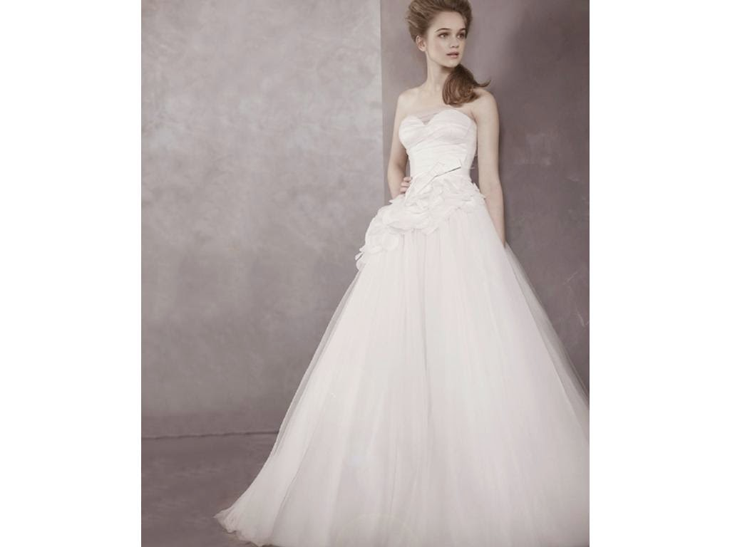 Rent designer dresses on your special day vera wang for Vera wang wedding dresses rent
