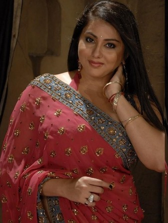 latest hot saree pictures
