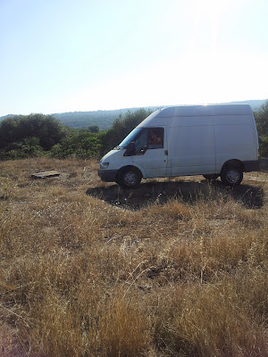 Fanbo e Paola arrivati col furgone in cima a Monte Pedru, Perfugas, Sassari, Sardegna