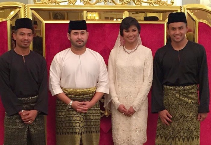 GAMBAR Tunku Ismail Dan Khaleeda Bustamam Selamat Bergelar Suami Isteri
